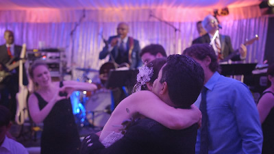 10 Spot wedding hug live band