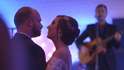 Young Hearts couple shares first dance while band performs